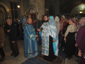 в Покровском кафедральном соборе г. Урюпинска совершено праздничное Всенощное бдение