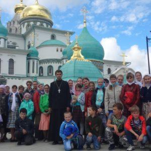 Паломническая поездка воспитанников Воскресной школы и прихожан Покровского кафедрального собора в Москву