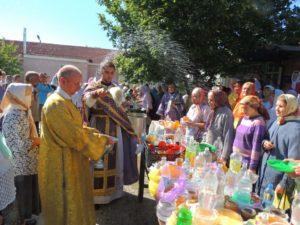 Праздничная Божественная литургия в день празднования Происхождение Честных Древ Животворящего Креста Господня в Покровском кафедральном соборе